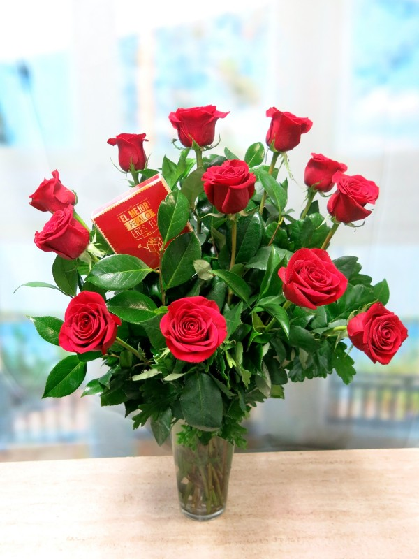 12 Rosas de tallo largo con Bombones de Regalo.