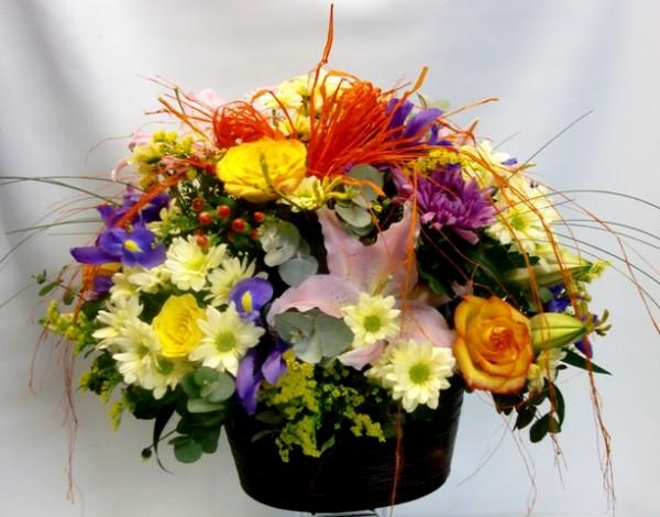 Cesta de flor variada en redondo