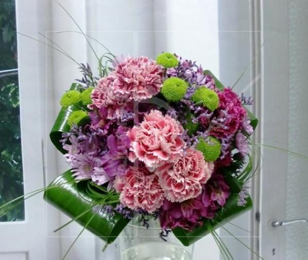 Ramo de claveles y flor variada. Bouquet.