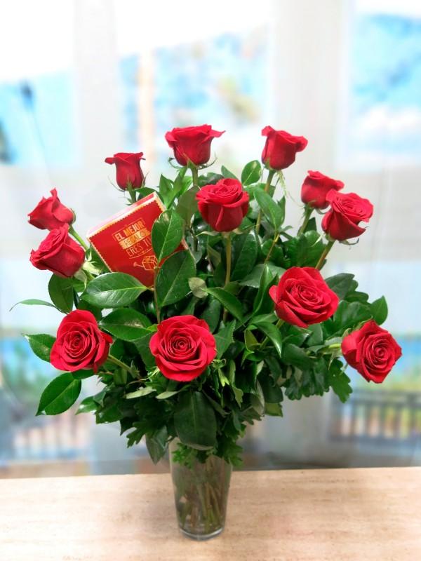 12 Rosas de tallo largo 70 cm. con Bombones de Regalo.