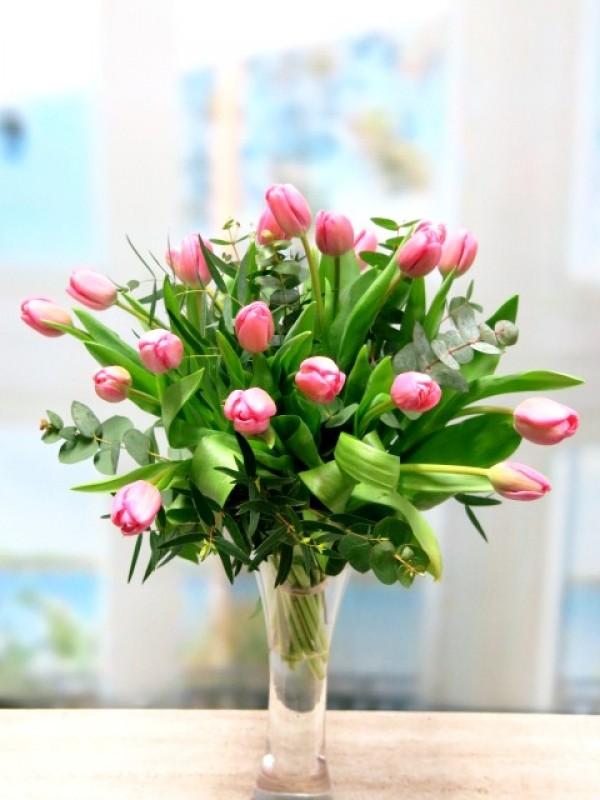 20 Tulipanes en Jarrón de cristal
