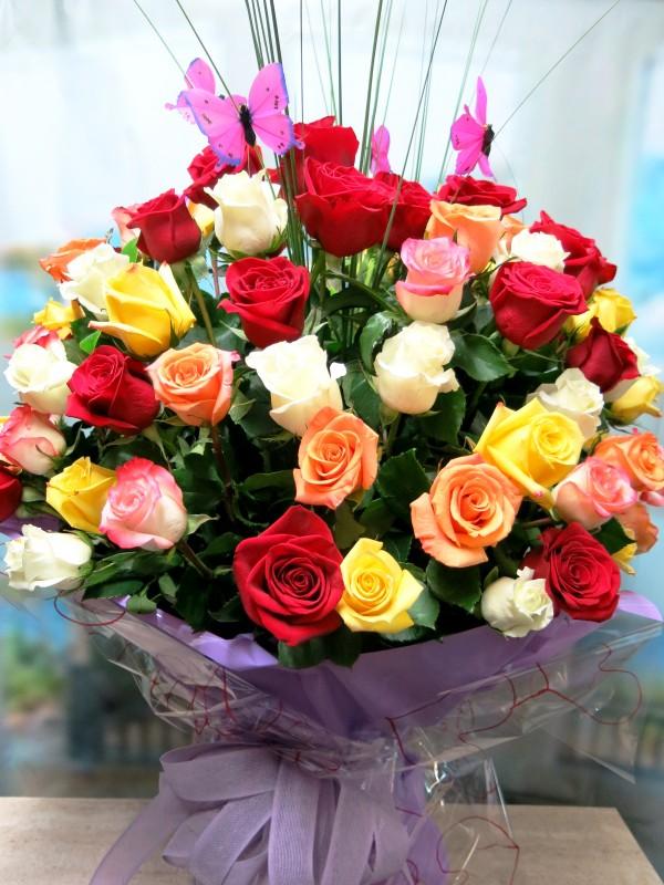 Jarrón con 100 Rosas variadas