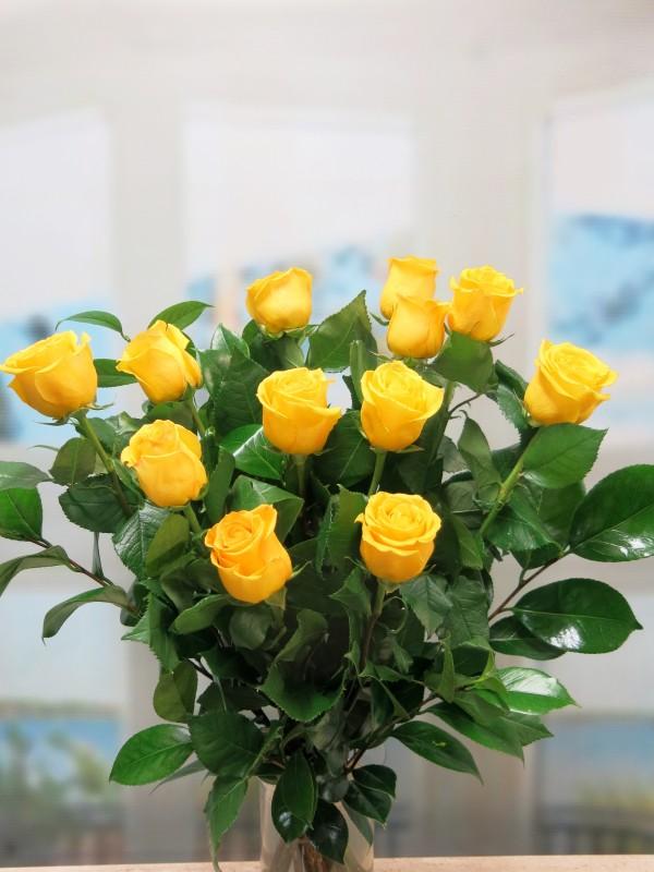 5d9bea66fc7fc Ramo de 12 Rosas Amarillas tallo largo - Foto principal