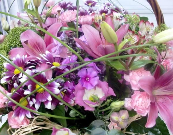 Cesta de Flor variada en tonos rosa - Foto 2