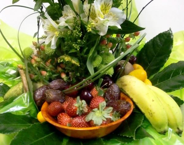 Cesta de Fruta y flores - Foto 3
