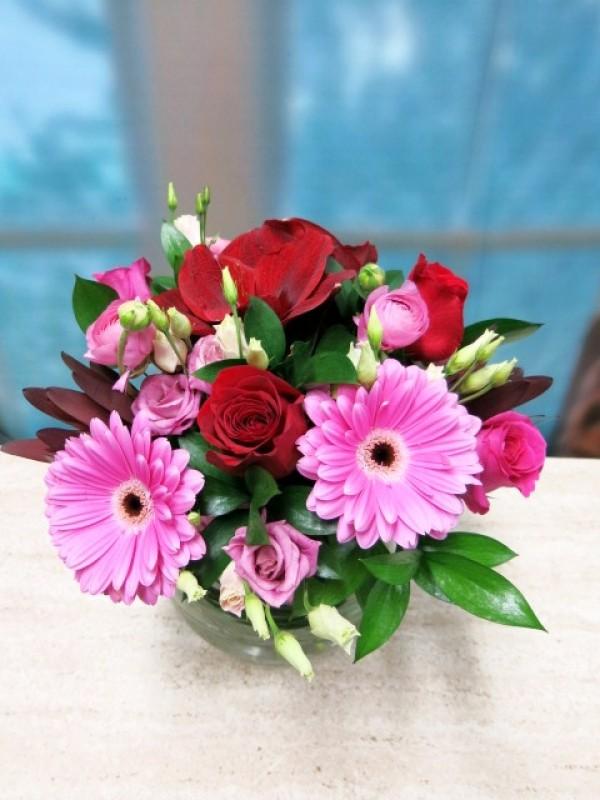 Flores rosas y rojas en cristal - Foto 4