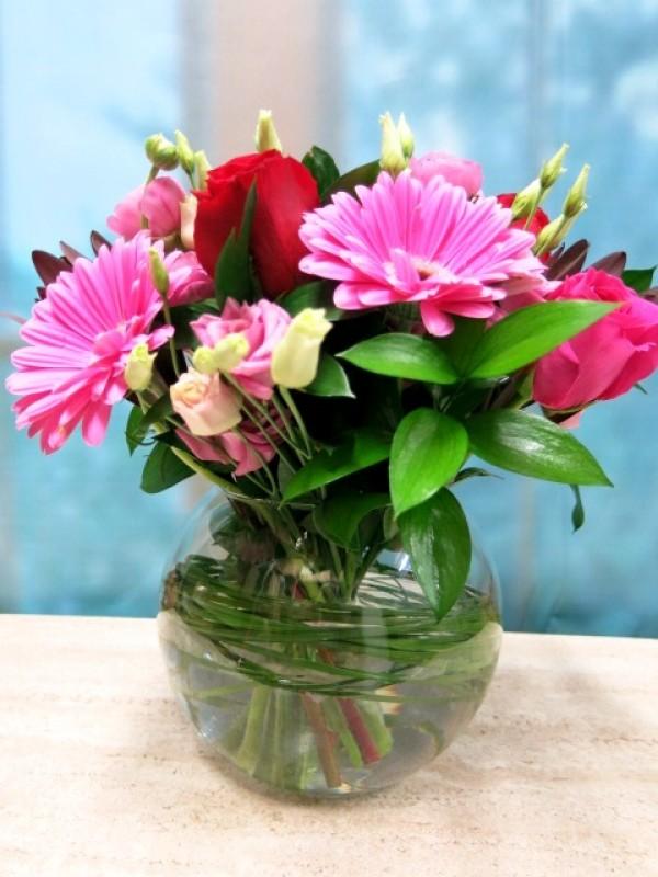 Flores rosas y rojas en cristal - Foto 3