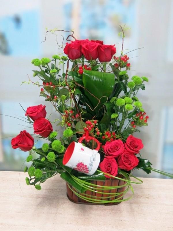Precioso centro de Doce rosas con Jarra Mayoflor - Foto principal