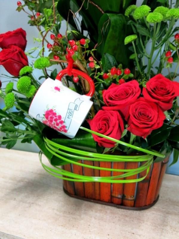 Precioso centro de Doce rosas con Jarra Mayoflor - Foto 2