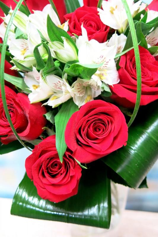 Corazón de rosas y Alstroemeria - Foto 3