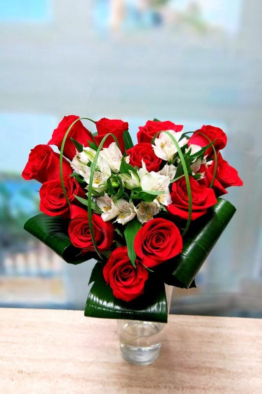 Corazón de rosas y Alstroemeria - Foto 2