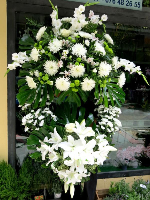 Corona con flor Blanca