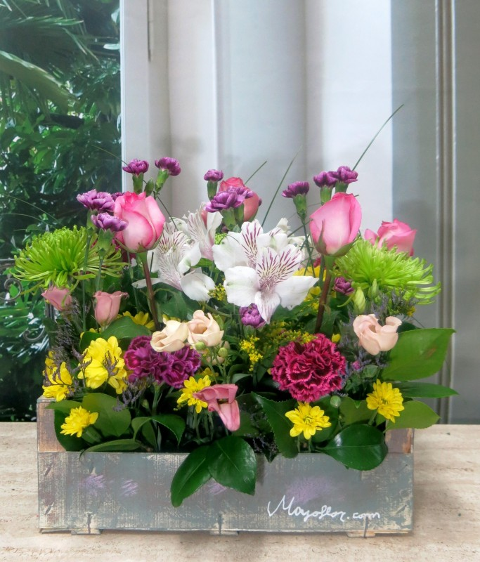 Caja de madera con flores - Foto principal