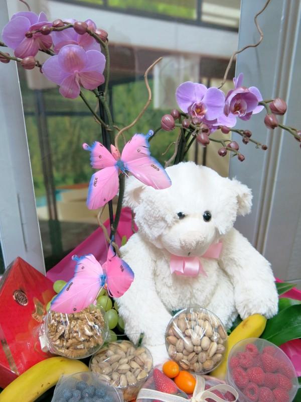Cesta de Frutos rojos con Orquídea - Foto 4