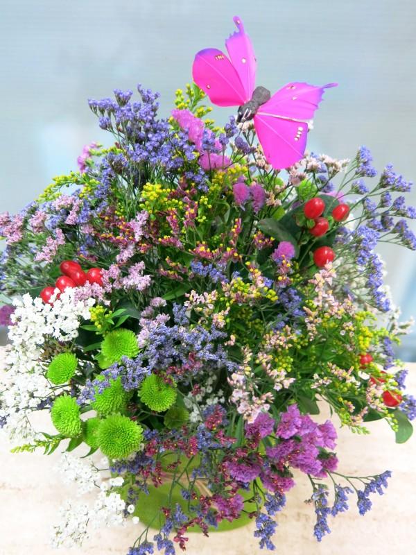Centro de flores vintage en recipiente de tela - Foto 2