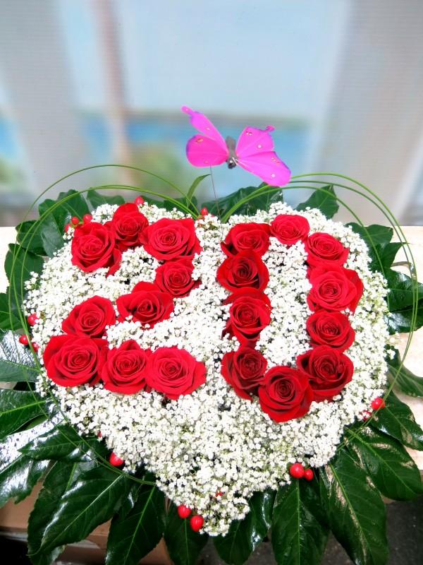 Centro de flores en forma de corazón - Foto 6