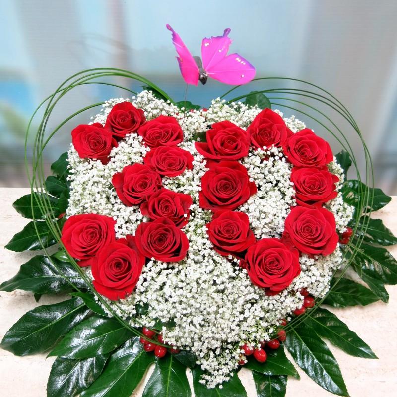 Centro de flores en forma de corazón
