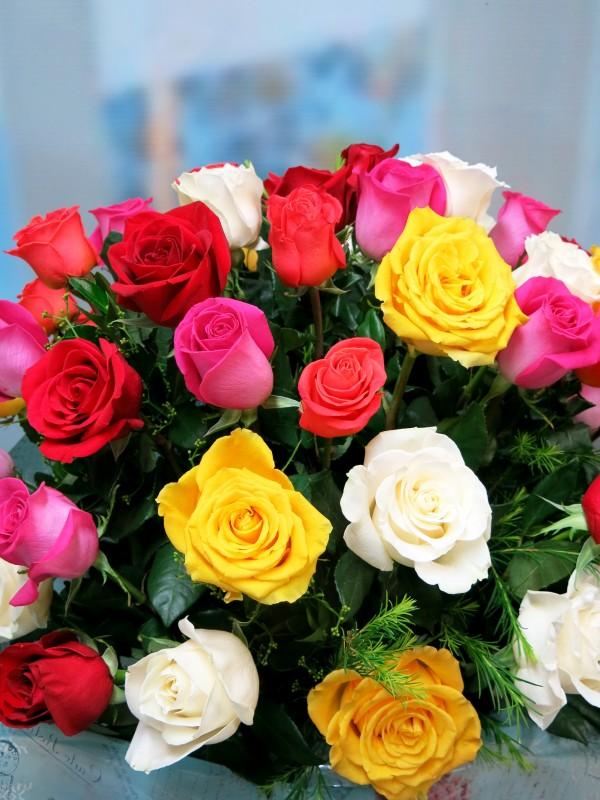 Espectacular Jarrón de 50 Rosas Variadas - Foto 3