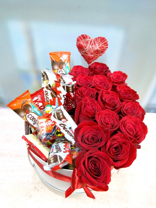 Roses and Chocolates in a box - Foto 2