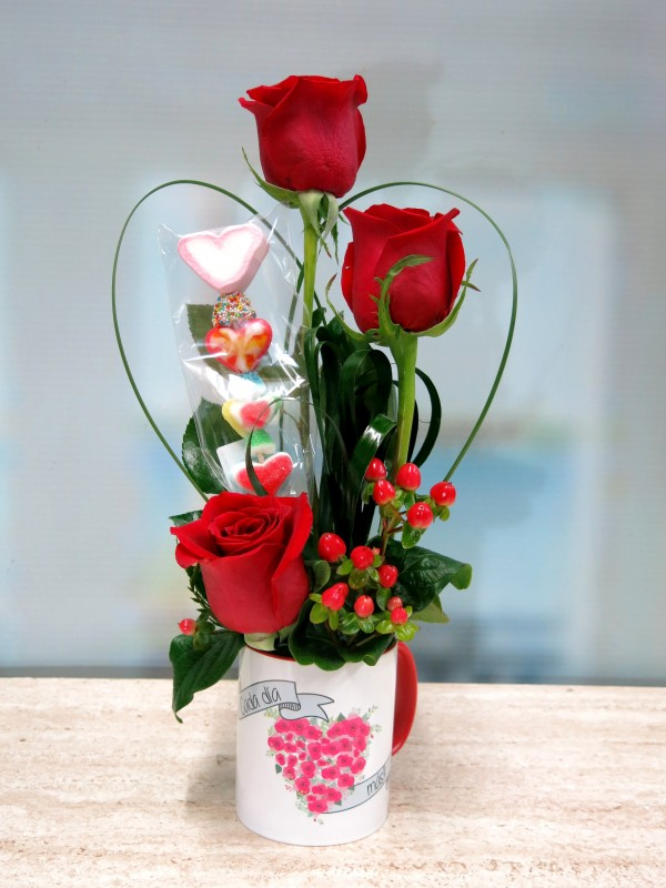 Rosas en taza con una Brocheta - Foto principal