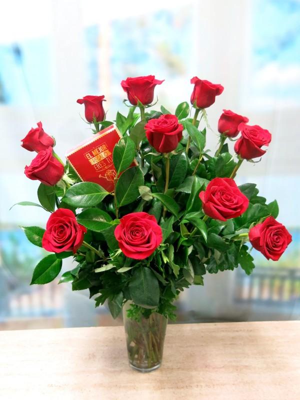 12 Rosas de tallo largo con Bombones de Regalo. de color rojas