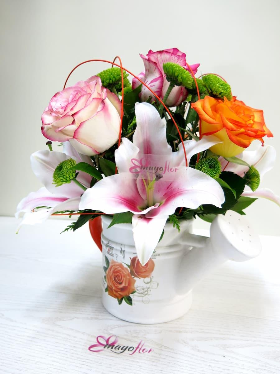 Flores variadas y Rosas en Regadera - Foto principal