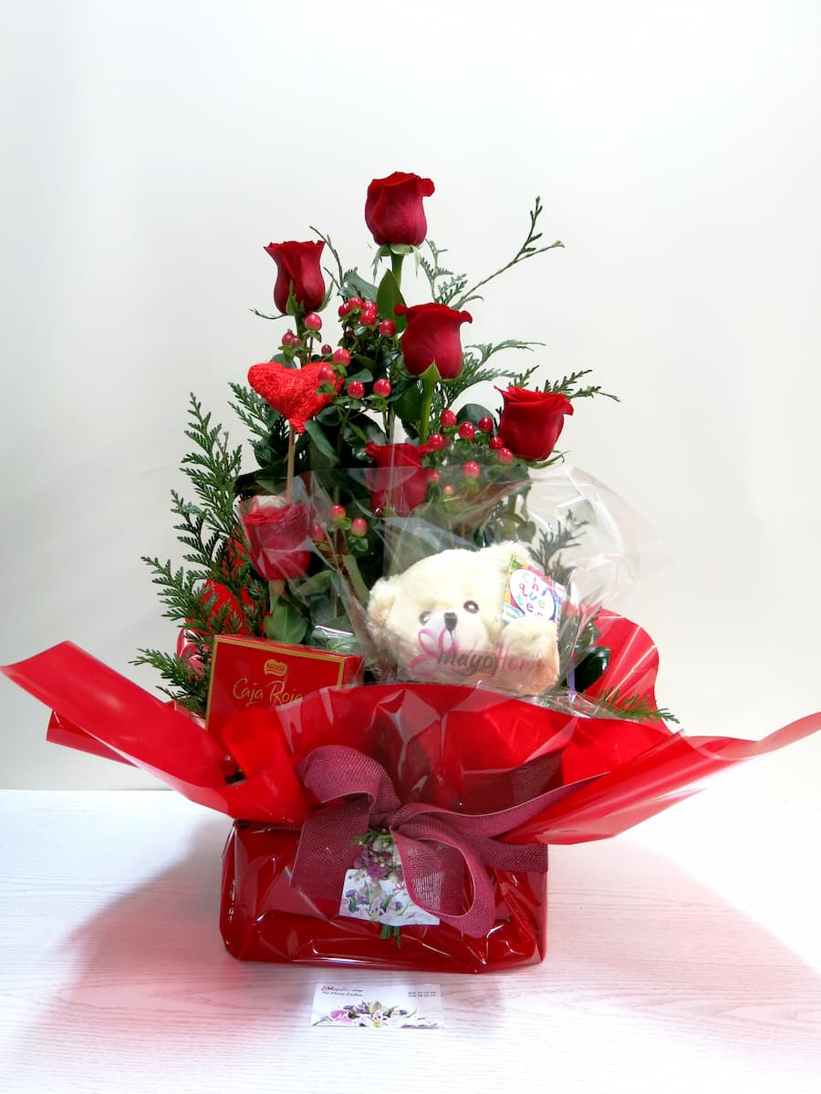 Roses with Teddy and Chocolates - Foto 4