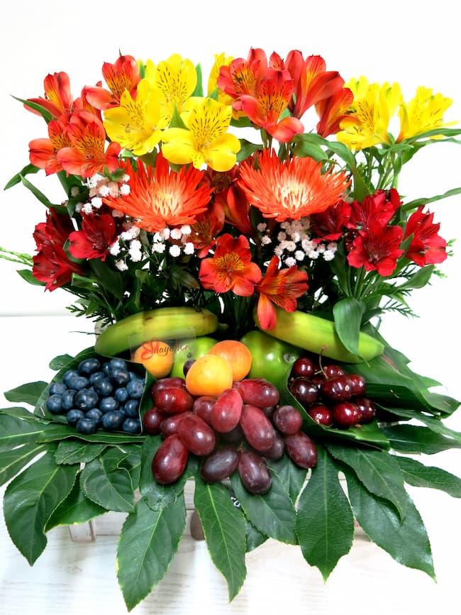 Frutas con Anatasias y Alstromerias - Foto principal