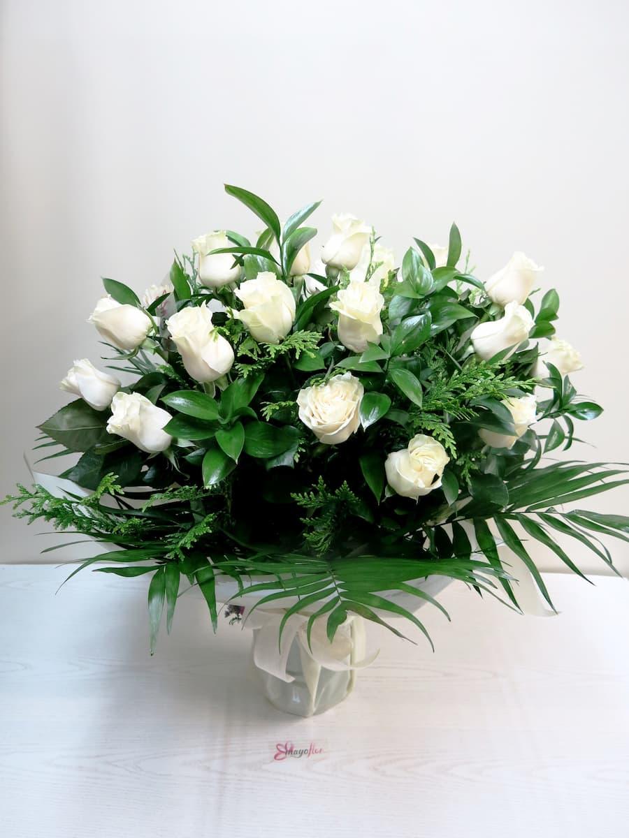 Espectacular jarrón de 24 Rosas blancas o del color que tu quieras - Foto principal