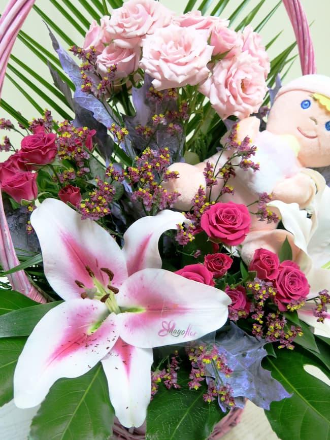 Flores en cesta de mimbre con peluche - Foto 2