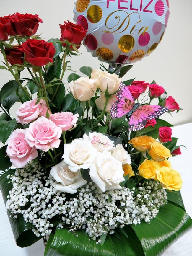 Centro de Rosas ramificadas y complementos - Foto 2