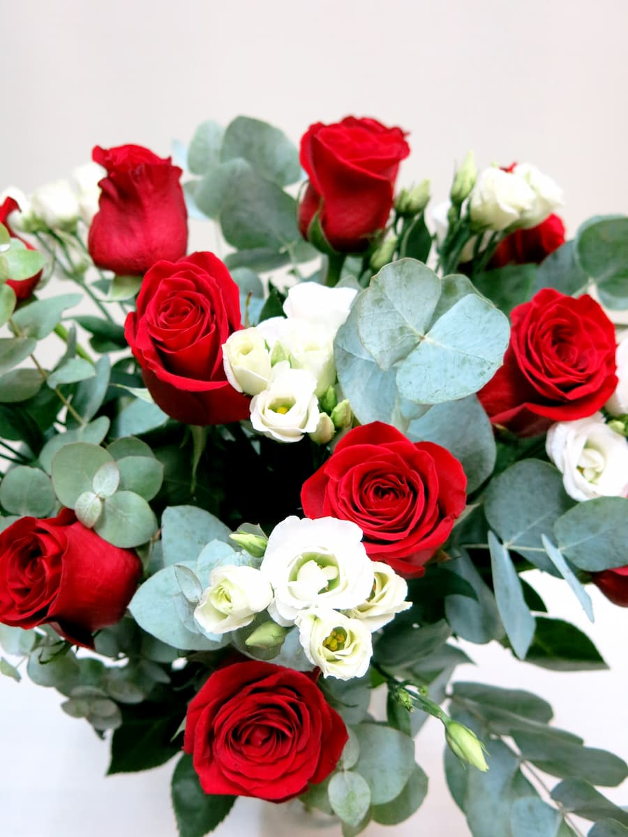 Buena combinación Rosas y Lisianthus - Foto 2