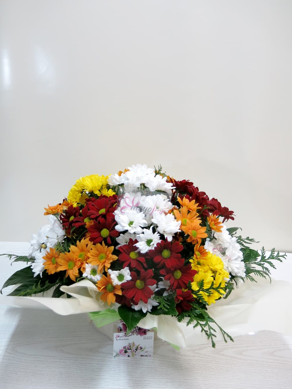 Basket of assorted daisies - Foto 4