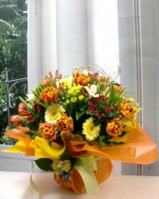 Varied Flower Vase. Oranges and Yellows - Foto principal