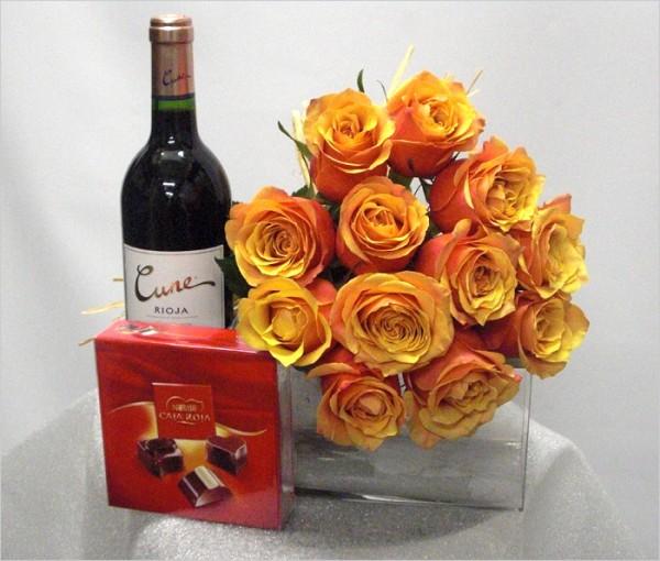 Bouquet de 12 rosas del color que tu quieras, más vino de reserva y bombones de color naranjas