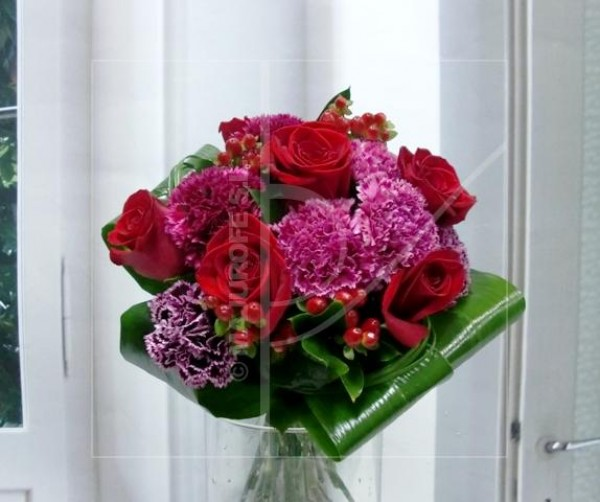 Bouquet of Roses and Carnations - Foto principal