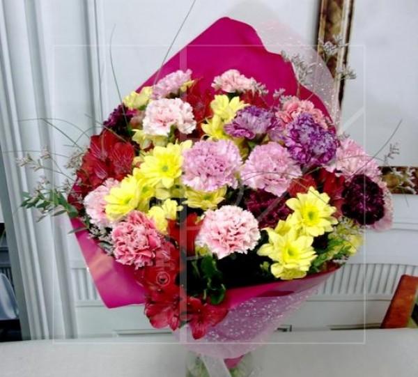 Claveles y flor variada - Foto principal