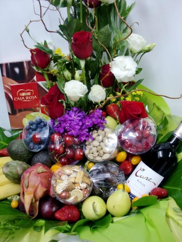 Cesta de Frutas con rosas, vino, chocolate - Foto 2