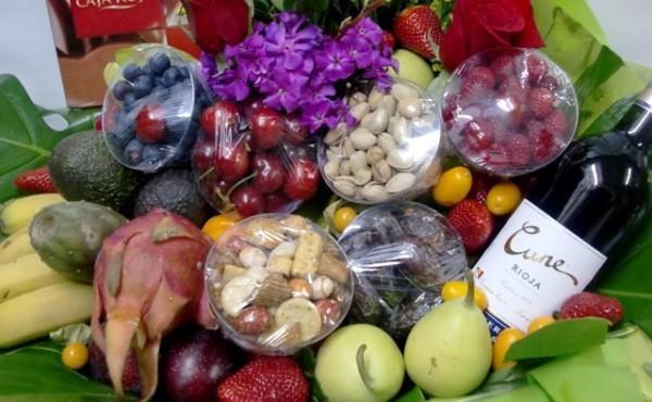 Cesta de Frutas con rosas, vino, chocolate - Foto 3