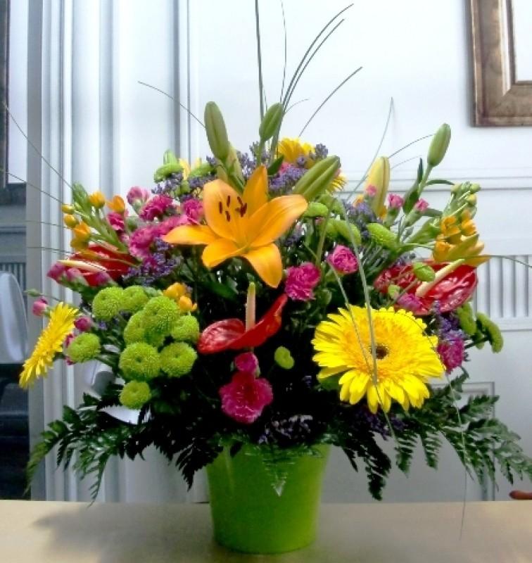 Flor variada en centro de cerámica - Foto principal