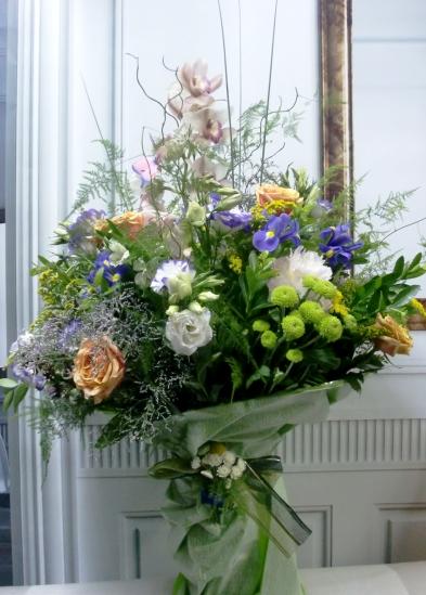 Espectacular jarrón de flores variadas - Foto 3