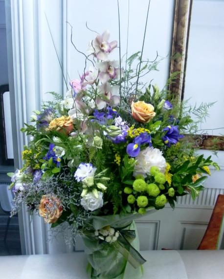 Espectacular jarrón de flores variadas - Foto principal