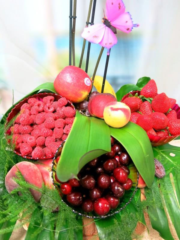 Original Cesta de Frutos rojos con Orquidea - Foto 2