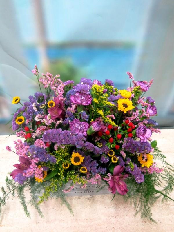 Flowers in wooden box - Foto 2