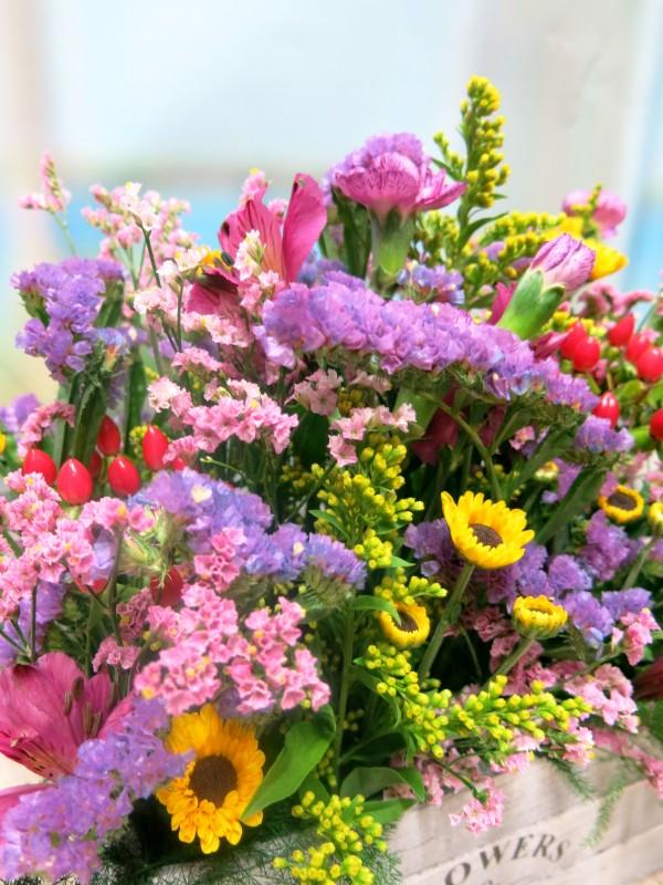 Flowers in wooden box - Foto 3
