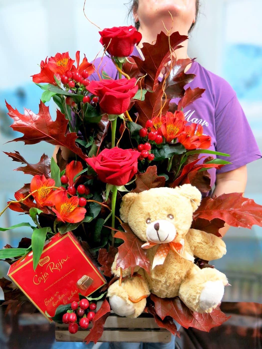 centro de rosas otoñal con rosas, peluche y bombones - Foto 2
