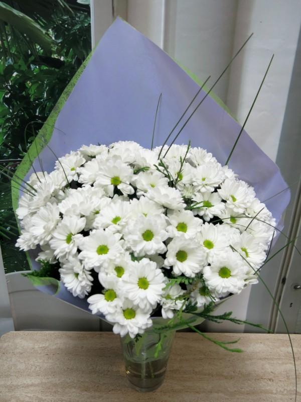 Bouquet of 15 stems of White Daisies - Foto 2