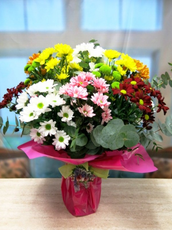 Stunning vase with assorted daisies - Foto principal