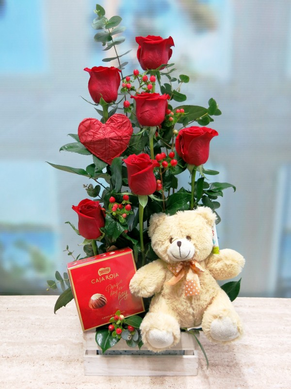 Roses with Teddy and Chocolates - Foto principal