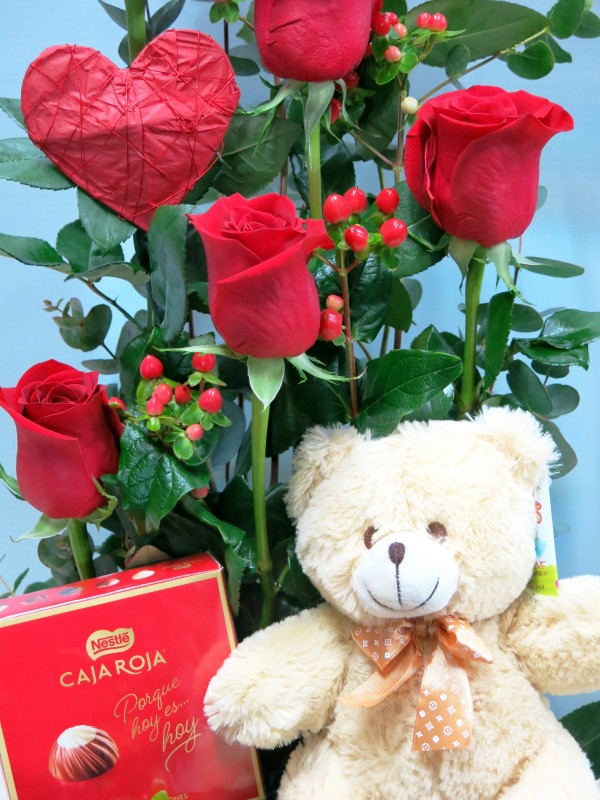 Roses with Teddy and Chocolates - Foto 2